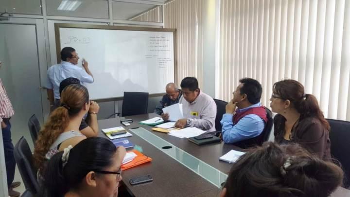 Reunión del alcalde de Montecristi con representantes de barrios de la Parroquia Leonidas Proaño y con directivos de FETUM. Manabí, Ecuador.