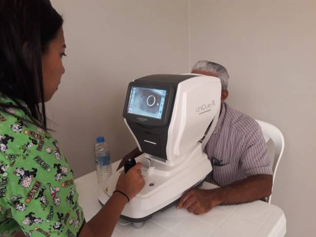 Examen de ojos mediante dispositiivo electrónico.