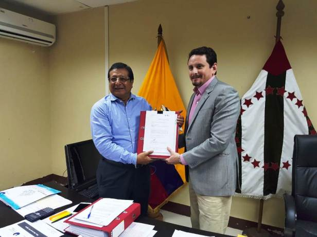 Alcalde de Montecristi recibe aval técnico de Senagua para construcción de 3 acueductos que llevarán agua potable a periferia urbana y zona rural de este cantón. Manabí, Ecuador.