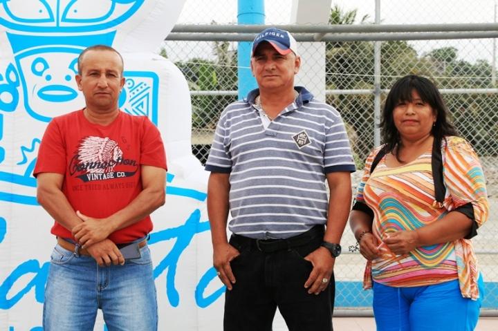 Tres líderes barriales del sector 2 de Agosto, Manta, distinguidos por su gestión comunitaria. Manabí, Ecuador.
