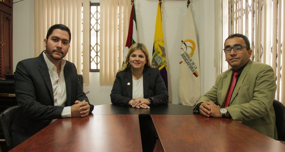 José Verdi Cevallos, Paulina Sabando y Líder Vélez de la Cruz.