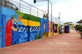 Un tramo del gran mural pintado en la zona comercial Nuevo Tarqui de Manta.