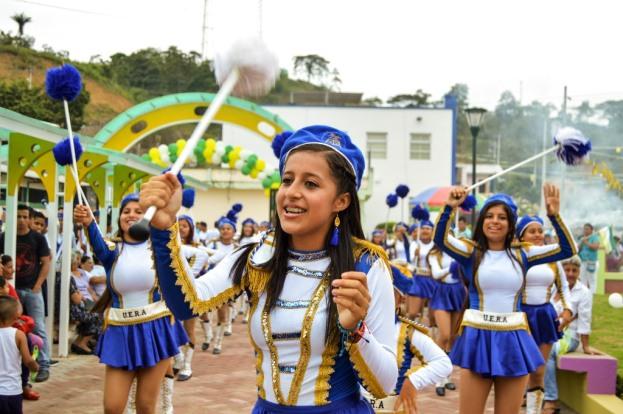 Desfile cívico por el aniversario parroquial número 26.