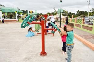 La inauguración del parque fue una fiesta para los niños.