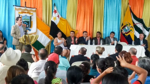 Aspecto de la sesión solemne del Gobierno parroquial de Zapallo y sus invitados.