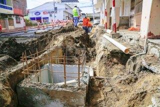 Uno de los nuevos colectores de aguas servidas en la Parroquia Manta.