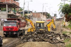 Trabajos de pavimentación en el Barrio Santa Martha.