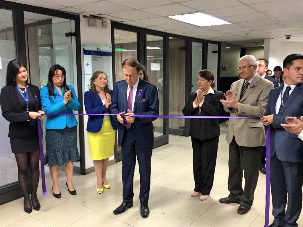 Los directores del Consejo de la Judicatura inauguran el nuevo modelo de atención judicial a víctimas de la violencia de género. Quito, Ecuador.