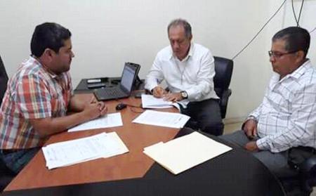 Suscriben acuerdo para cambiar línea eléctrica de Santa Rita, Chone. Manabí, Ecuador.