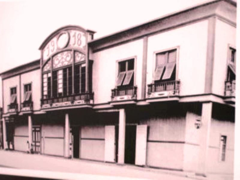 Antigua Casa Azúa donde hoy funciona el Museo Etnográfico Cancebí, en la ciudad de Manta. Manabí, Ecuador.