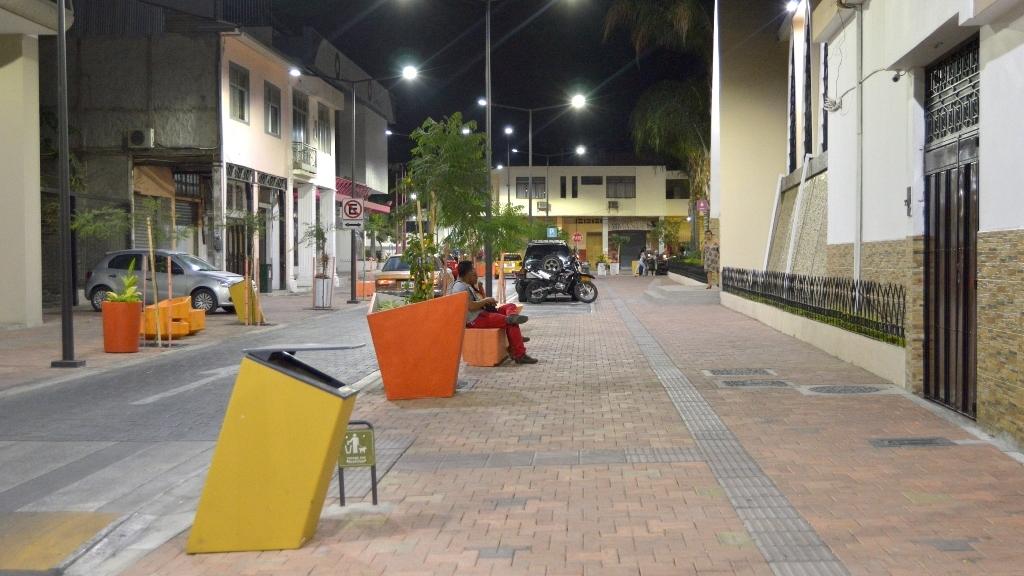 Calle Bolívar de la ciudad de Portoviejo (sector Iglesia La Merced), después de haber sido regenerada. Manabí, Ecuador.