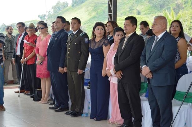 Representantes de instituciones públicas, invitados por el Concejo municipal de Olmedo a su sesión solemne por el aniversario del cantón. Manabí, Ecuador.