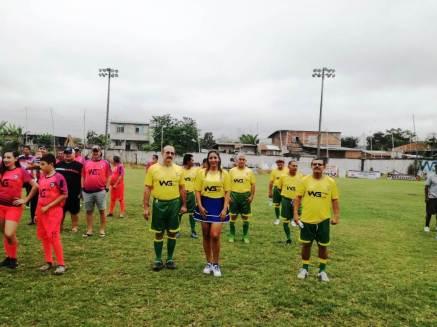 Los equipos concurrieron bien uniformados a la ceremonia inaugural.