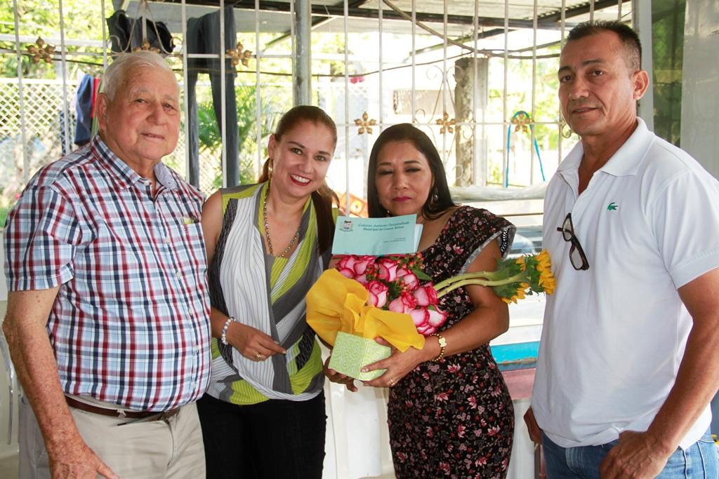 Cruz Narcisa Quijije, Señora Cantón Bolívar 2018, con Ramón y Sandra González, y Horacio Almeida, en Calceta. Manabí, Ecuador.