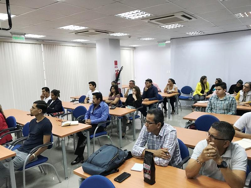 Participantes en un curso de Exporta Fácil para micvroempresarios, desarrollado en Manta. Manabí, Ecuador.