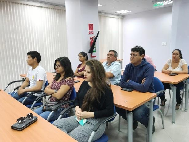 El curso-taller Exporta Fácil convoca a microempresarios, mujeres y hombres de diversas edades. Manabí, Ecuador.