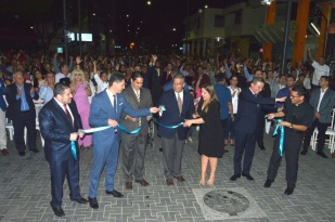La vicepresidenta de la República del Ecuador, María Alejandra Vicuña, presidió la ceremonia inaugural de la regeneración vial operada en el centro histórico de la ciudad de Portoviejo.