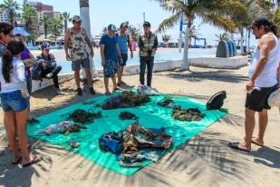 Parte de la basura extraída del arrecife de coral en Manta.