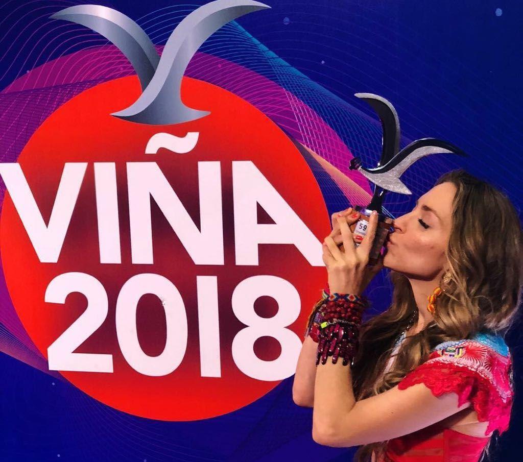 Mirella Cesa recibe Gaviota de Plata del Festival Viña del Mar, Chile.