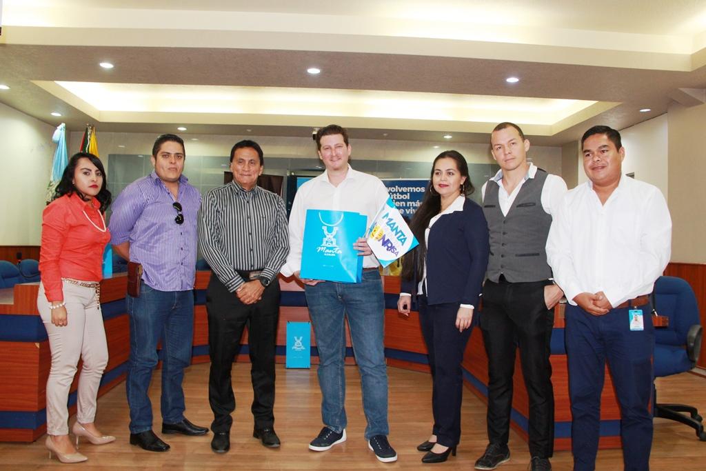 Protagonistas de la presentación de la App Moovit en la ciudad de Manta. Manabí, Ecuador.