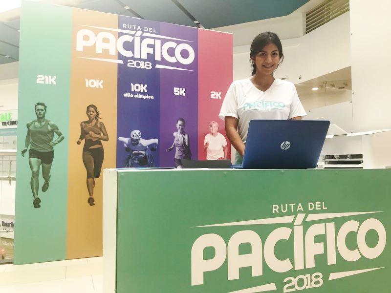 Stand para inscripción de los corredores de la Ruta del Pacífico 2018. Se halla en el Mall del Pacífico de la ciudad de Manta. Manabí, Ecuador.