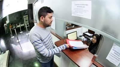 Ventanilla para atención al público en una dependencia judicial ecuatoriana.
