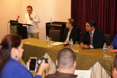 Ariel Vásquez (Restaurante Las Velas) habla de la calificación sanitaria de la Arcsa y lo que esto significa para sus respectivos negocios.