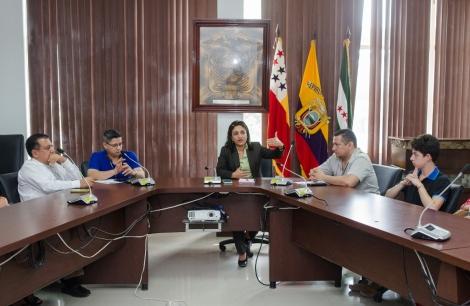 La subdirectora de Turismo del Gobierno municipal de Chone dirige la asamblea constitutiva de la Asociación de Emprendedores Turísticos del cantón. Manabí, Ecuador.