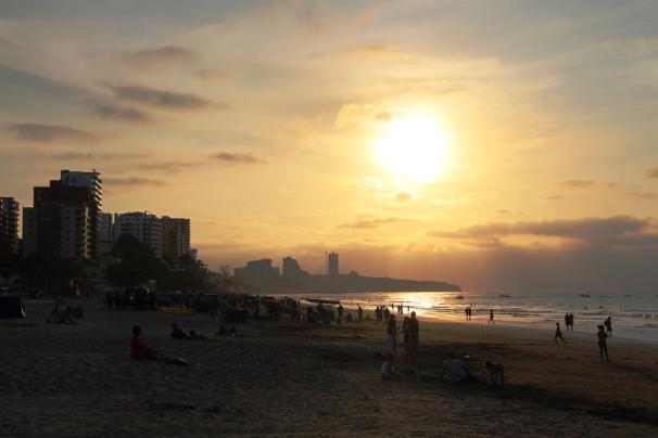 Atardecer en la Playa El Murciélago de Manta.