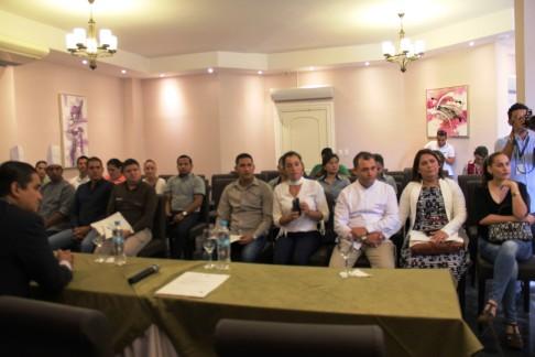 Los representantes de los restaurantes calificados, junto a algunos de sus colaboradores.