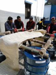Elaboración artesanal de un plantado biodegradable.