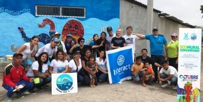 """Ecomural pintado en Urbirríos 1, Manta, por voluntarios de la organización social """"Mingas por el mar"""". Manabí, Ecuador."""