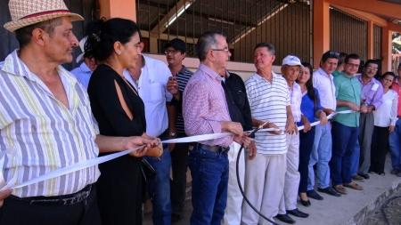 Ceremonia inaugural del sistema de agua entubada para los domicilios del Sitio Río Grande de Chone. Manabí, Ecuador.