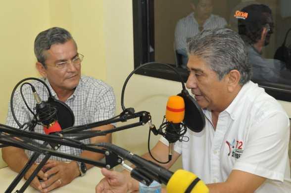 Jaime Estrada Bonilla es entrevistado en Radio Bahía Stéreo.