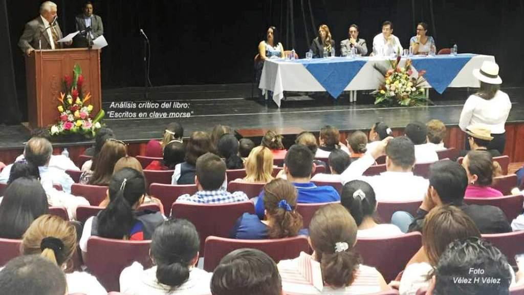 """Presentación del libro """"Escritos en clave morse"""", en la Sala de Conciertos de la Uleam, en Manta. Manabí, Ecuador."""