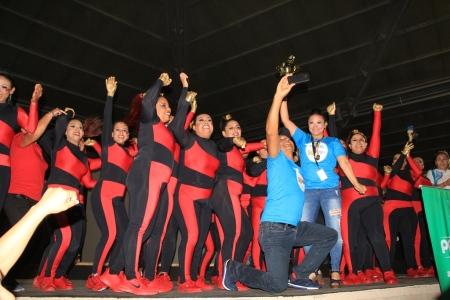 """Grupo barrial de baile Passion Dance, ganador del primer lugar de la competencia """"Manta Baila"""" II. Manabí, Ecuador."""
