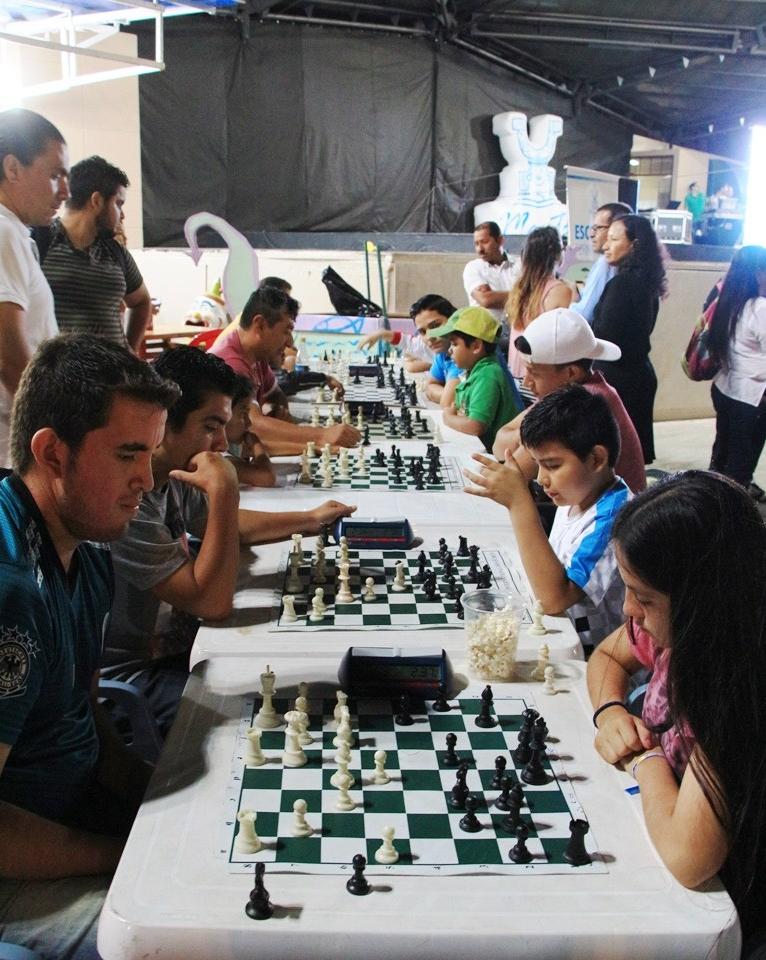 Partida de ajedrez entre niños de Manta seleccionados para la competencia nacional ecuatoriana 2018. Manabí, Ecuador.