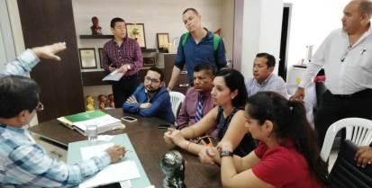 """Delegación de la Facultad de Turismo de la Uleam socializa con el alcalde de Montecristi el proyecto de """"Pueblo Mágico"""" para Pile."""