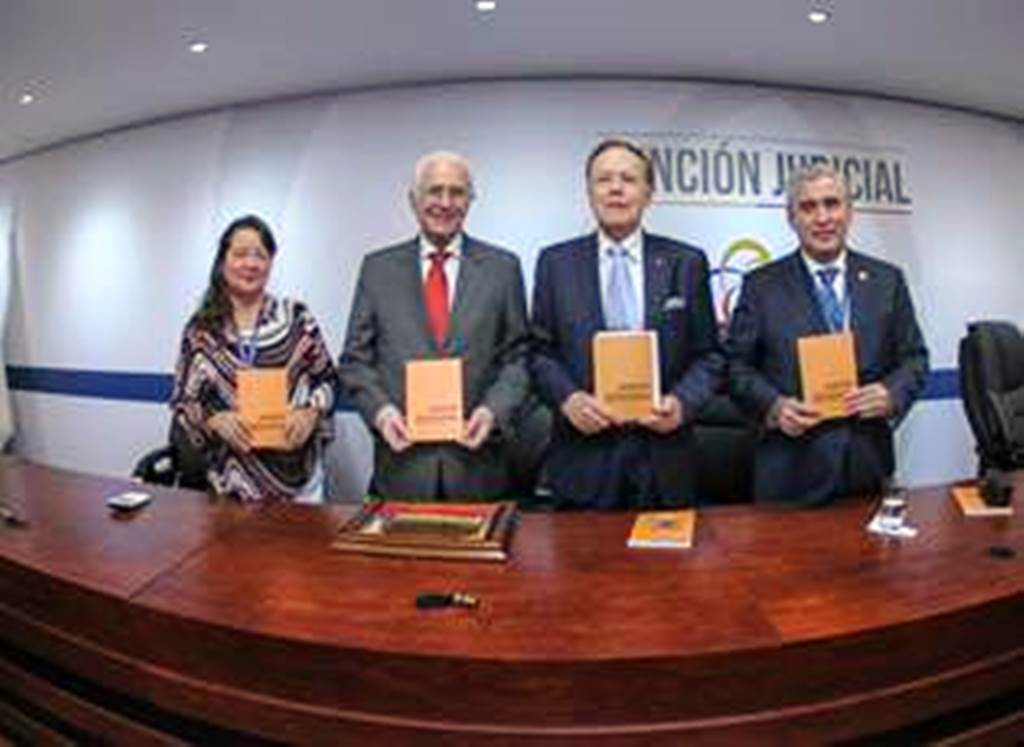 Aquiles Rigail presentó su nuevo libro en el Consejo de la Judicatura. Quito, Ecuador.