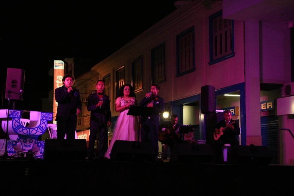 La actuación conjunta de Vocal Tres y Le Bonchi.