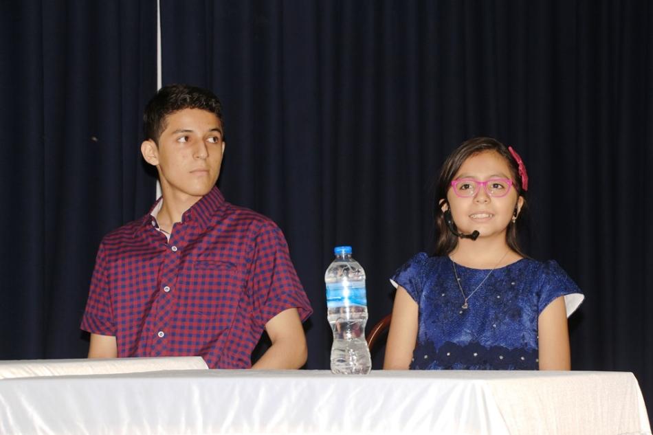 Adam Valdivieso y Emily Ulloa, dos estudiantes cuyo ingenio es reconocido por el Gobierno municipal de Manta. Manabí, Ecuador.