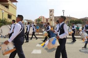 Desfilando por el centro del poblado de Santa Marianita.