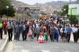 Cabecera del desfile cívico por los 22 años de la Parroquia Santa Marianita.