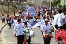 Panorámica del desfile cívico.