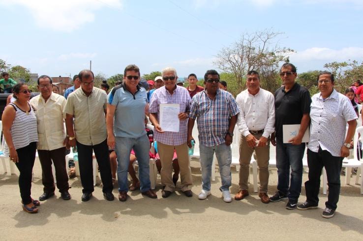Autoridades del Municipio de Manta y líderes comunitarios de la Parroquia Rural San Lorenzo, el día cuando se inauguraron las nuevas obras viales.