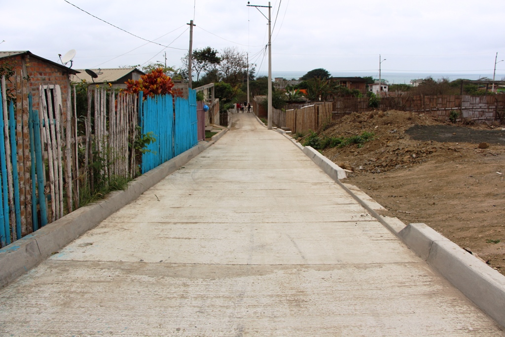 El otro callejón pavimentado en San Lorenzo.