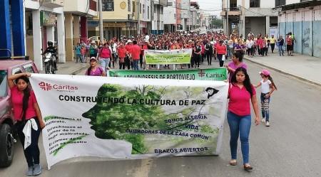 Caminata multitudinaria en la ciudad de Portoviejo, para favorecer la eliminación de la violencia contra las mujeres. Manabí, Ecuador.