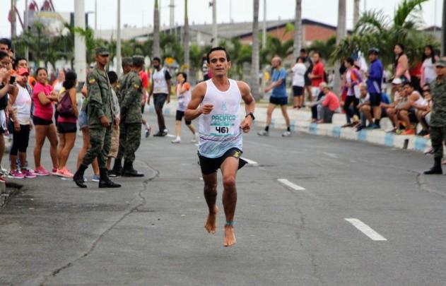 Corredor descalzo, representó al Cantón Pedernales, Manabí.