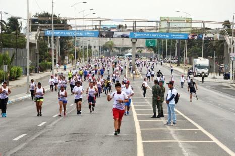 Los maratonistas a punto de alcanzar la meta.