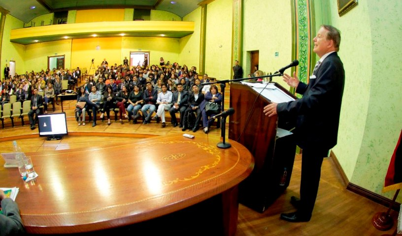 El presidente del Consejo de la Judicatura de Ecuador inaugura un Ciclo de Prácticas pre Profesionales para egresados de abogacía, en Quito.